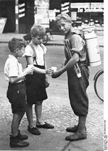 Image Copyright information : Bundesarchiv, Bild 183-2004-0701-502 / CC-BY-SA [CC-BY-SA-3.0-de], via Wikimedia Commons